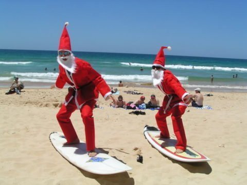 santas_surfing-christmas-in-australia-
